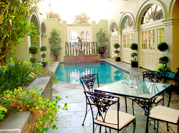 Bienville House Hotel French Quarter courtyard