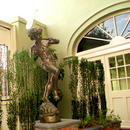 Bienville House Hotel French Quarter Exterior Statue