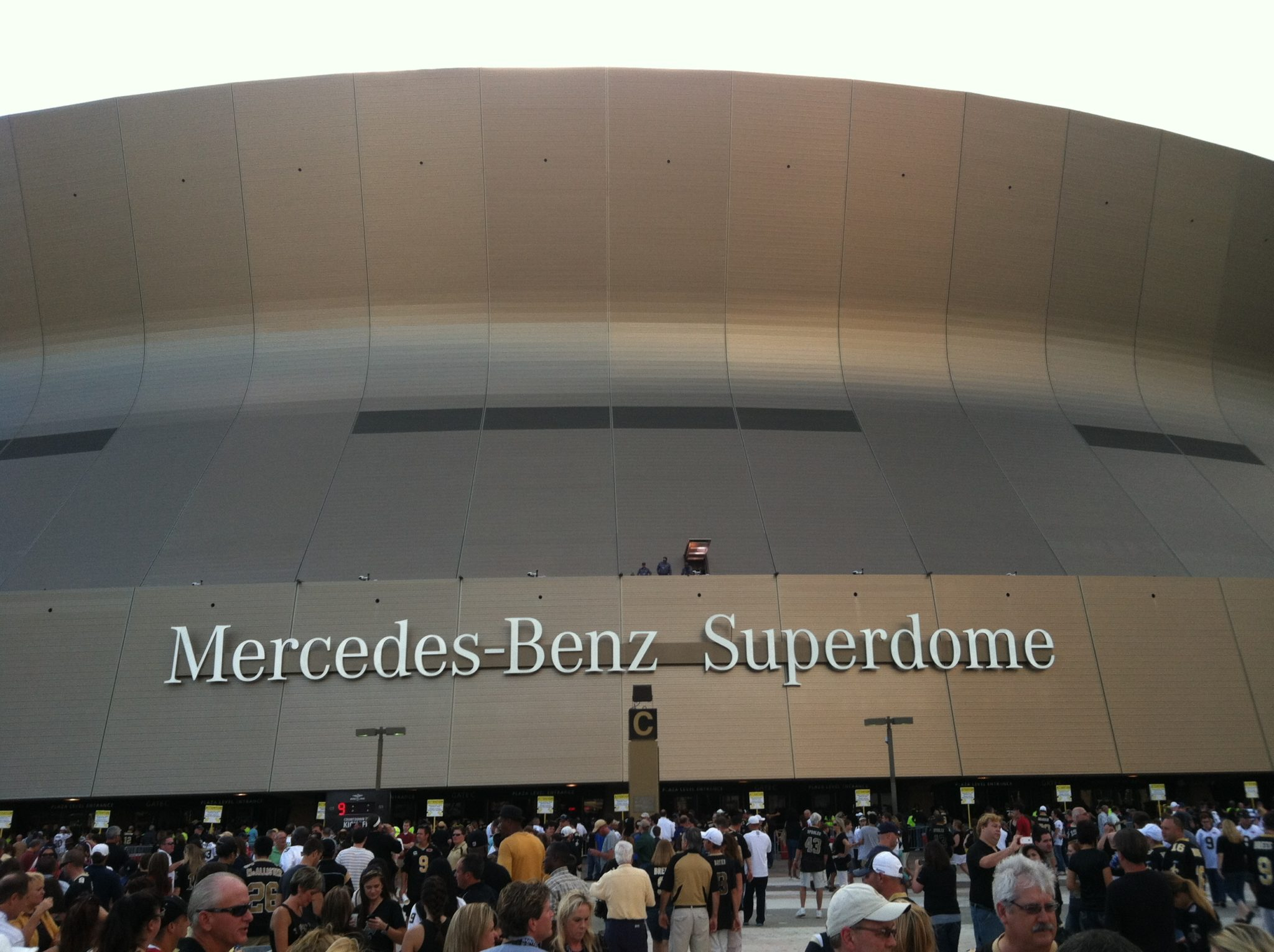 Super bowl xlvii in new orleans bienville house hotel for Hotels near the mercedes benz superdome