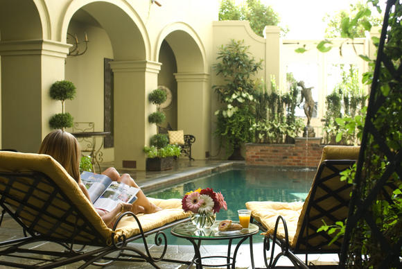 Bienville House's French Quarter courtyard pool